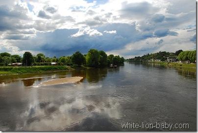Wolkenspiegelung in der Vienne