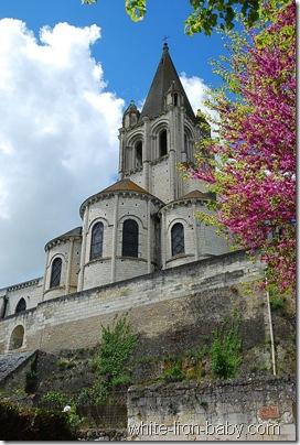 Die Stiftskirche steht auf dem höchsten Punkt des Felsplateaus