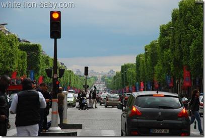 Champs-Élysées-Blick zum Louvre