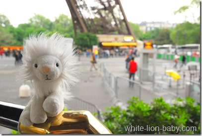 Unterhalb des Eiffelturms